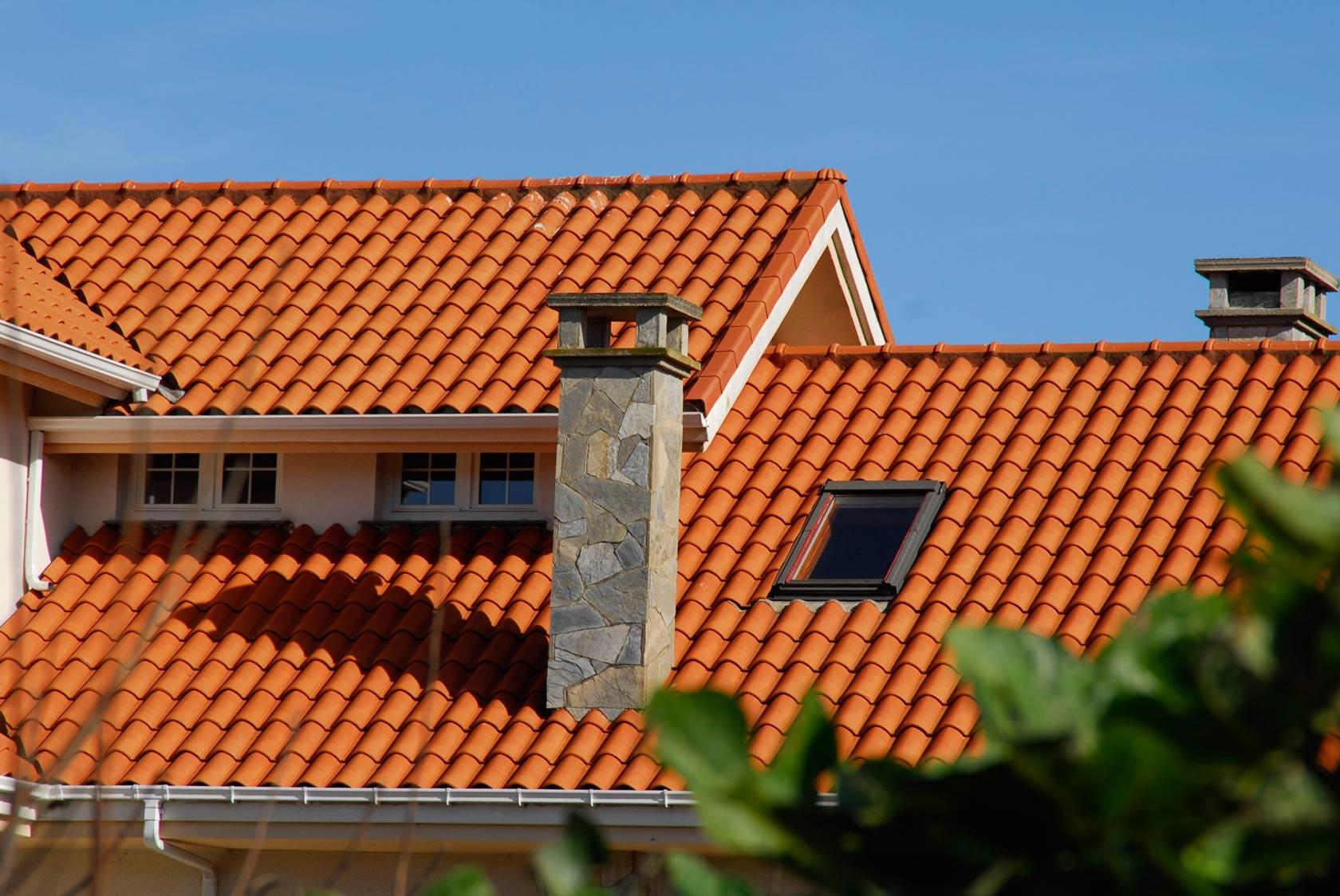 фото домов с оранжевой металлочерепицей